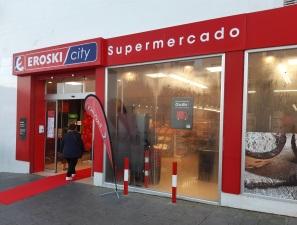 Eroski inaugura un nuevo supermercado franquiciado en la localidad sevillana de Aznalcazar