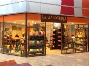 60320ce29f25 La enseña de Cosmética Natural LA JABONERÍA GALESA ya tienen tienda en  Alicante