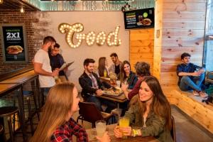 The Good Burger convierte sus restaurantes en escuelas para aprender inglés
