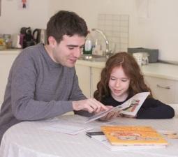 •Kumon destaca la importancia de implicar a la familia en la educación de los hijos y ayuda a los padres en esta labor.