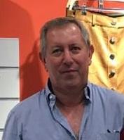 Juan Luis es asociado de la marca de moda joven DE5EN5 en Sant Cugat del Vallès