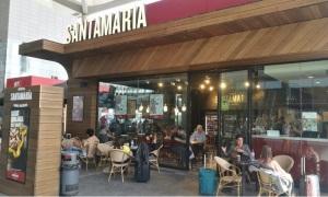 DEHESA SANTAMARÍA, ha abierto un establecimiento en el aeropuerto de Málaga