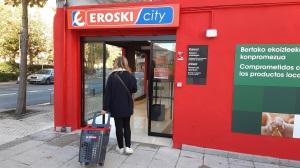 Eroski inaugura un nuevo supermercado franquiciado la localidad guipuzcoana de Pasai Donibane